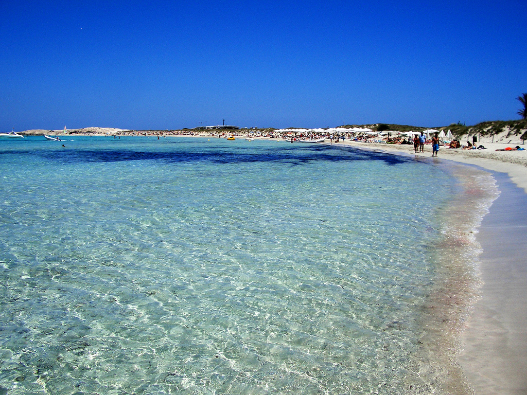 Formentera Casa Vacanza In Affitto Ad Es Pujols Pictures to pin on ...